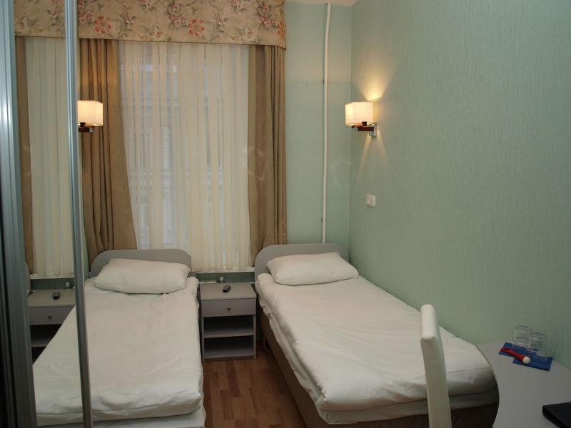 Отель Новые комнаты на  Невском 105, категория эконом двухместный с 2 кроватями
