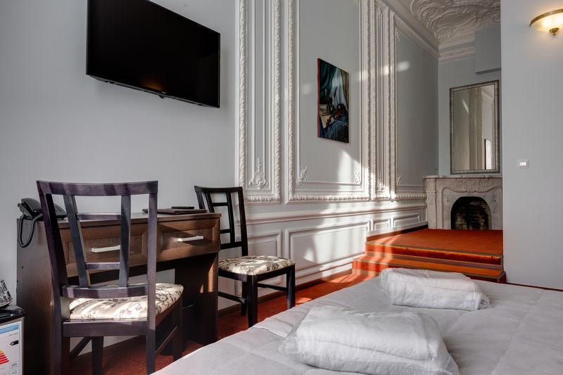 Отель Соло на Литейном проспекте, категория делюкс с видом на город, с 1 или 2 кроватями