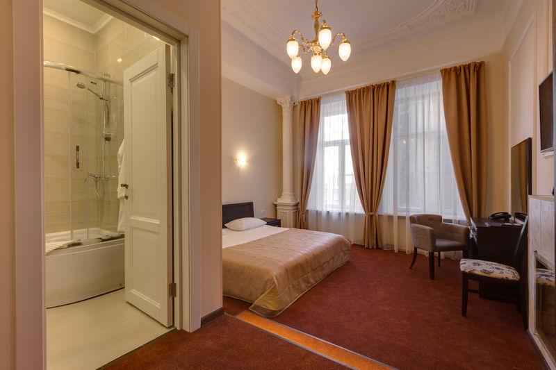Отель Соло на Литейном проспекте, категория люкс с камином и кроватью king-size