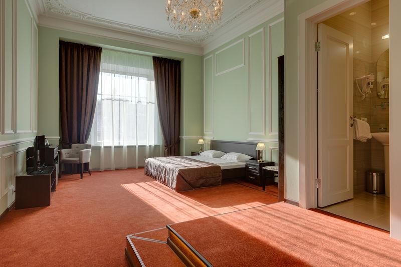 Отель Соло на Литейном проспекте, категория люкс с видом на город и гидромассажной ванной