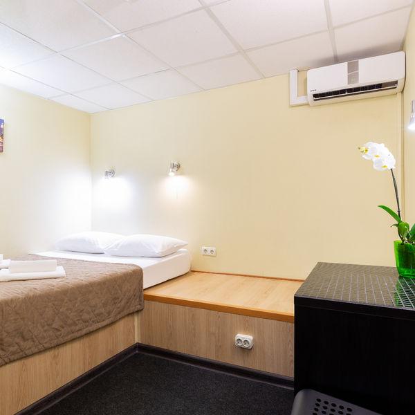 Отель Мини-отель Каширский, категория 2-местный эконом номер без окна Цокольный этаж