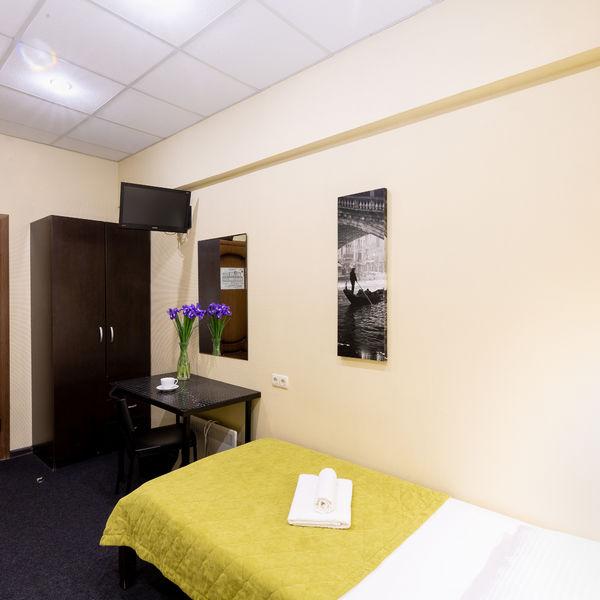 Отель Мини-отель Авиамоторная, категория 2-местный стандарт Цокольный этаж Две раздельные кровати