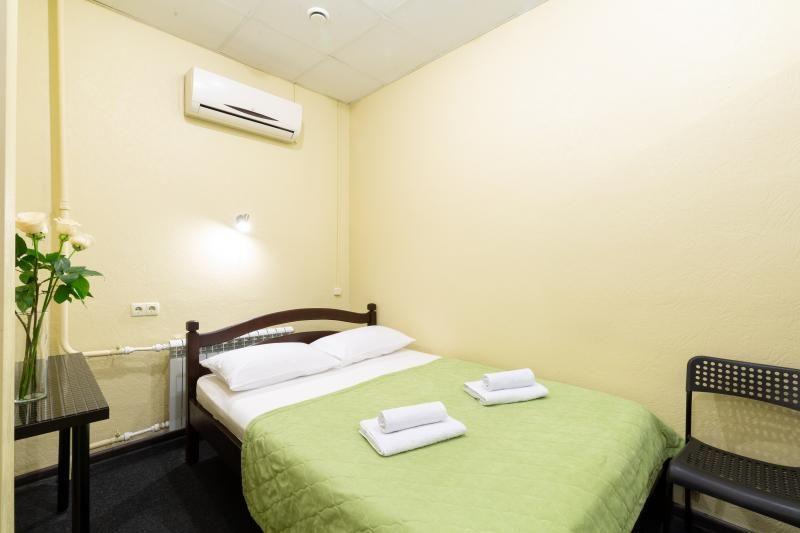 Отель Мини-отель Авиамоторная, категория 2-местный эконом номер без окна Цокольный этаж