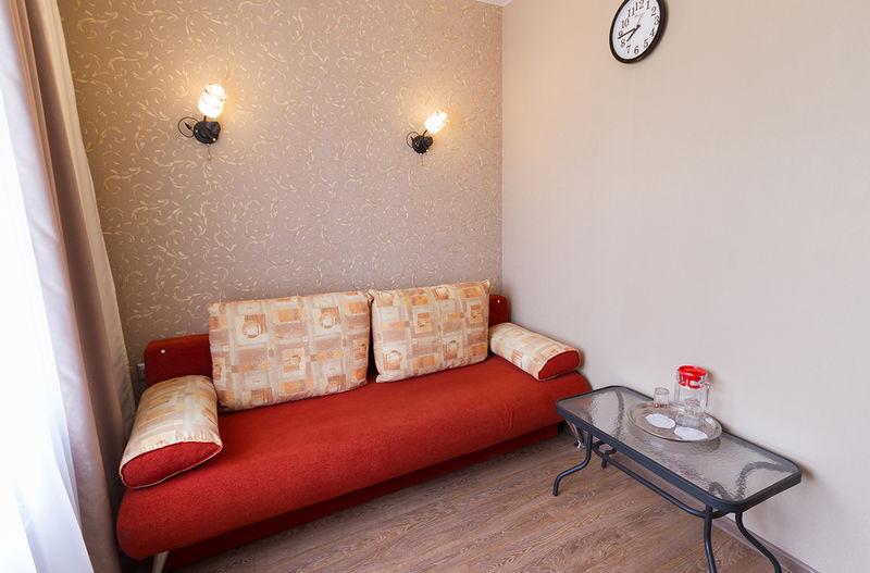 Отель Аква лайф, категория номер 2-хкомнатный с кроватью и диваном