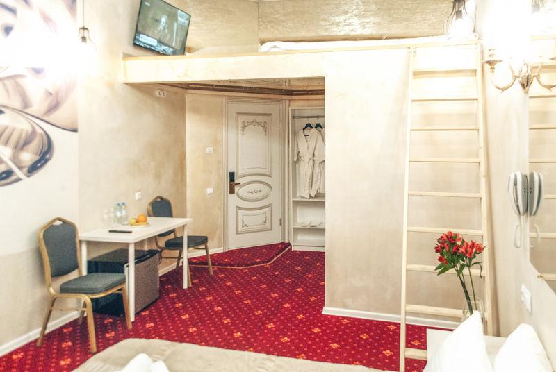 Отель Апартаменты ГРАНД на Большом, категория люкс с балконом