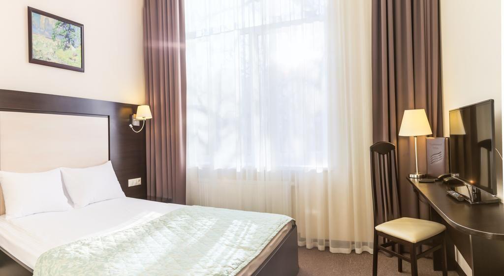 Отель Воронцовский, категория стандартный с одной двуспальной кроватью.